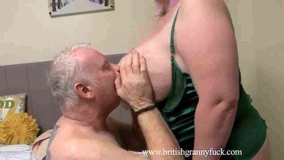 Kiki Rainbow Big Tit Milf Aromatherapist 1